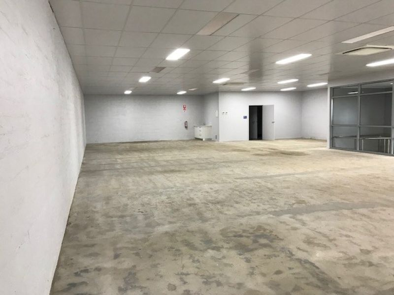 LARGE RETAIL/OFFICE SPACE AVAILABLE IN THE HEART OF TOWN
