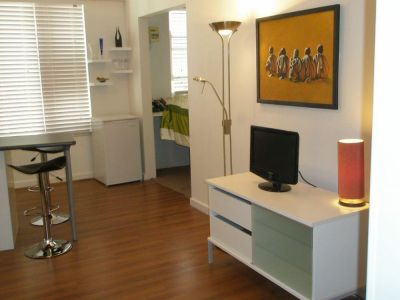 FURNISHED LARGE STUDIO/ONE BED IN ART DECO RESIDENCE IN HEART OF POTTS POINT