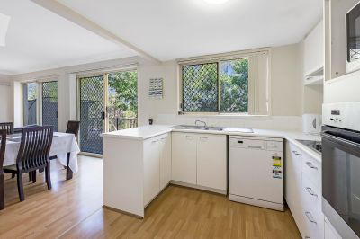 Spacious Townhouse - Superb Central Location