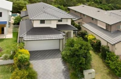 Golf course family home close to everything!!