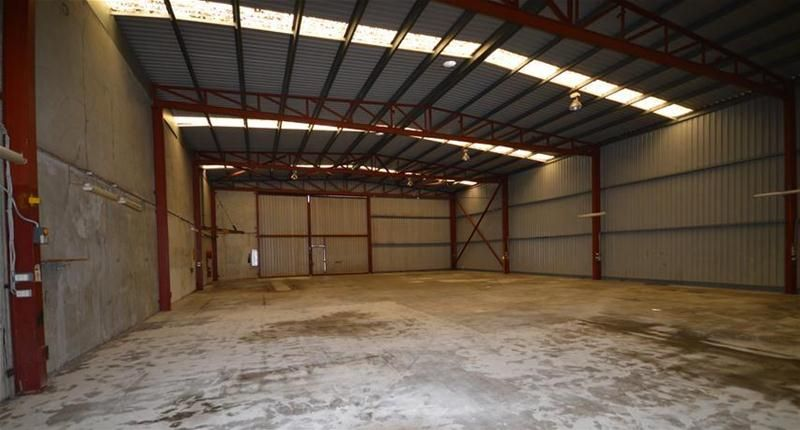 SPACIOUS WAREHOUSE WITH AMPLE OFFICES