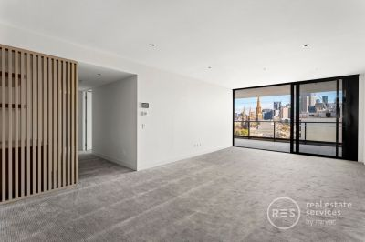 Available NOW! Luxurious living in East Melbourne