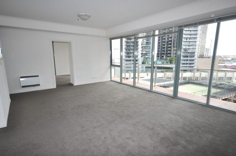 Southbank Towers: 8th Floor - Urban Charm!