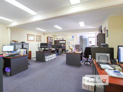 NEAT & TIDY OFFICE/WARHOUSE - CLOSE TO CBD