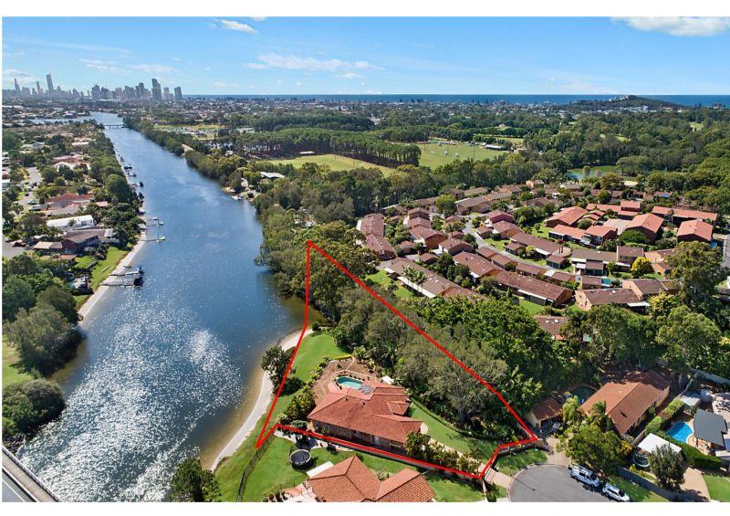 North Facing, Ocean Access Waterfront Home... Huge 3,409 Sqm Block