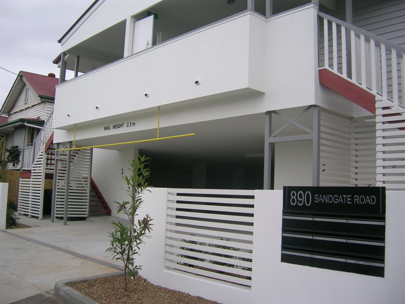 FANTASTIC UNIT IN THE HEART OF CLAYFIELD !!