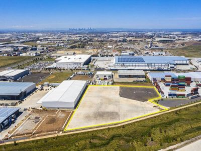 IMPRESSIVE OFFICE & WAREHOUSE/DISTRIBUTION FACILITY WITH THE LOT!