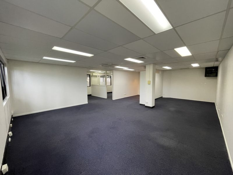 Well Priced, Central Ground Floor Office