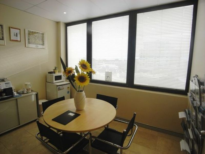 NORTH-WEST FACING CORNER OFFICE WITH QUALITY FIT-OUT