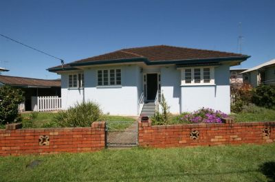 3 Bedroom house - Across from park - 10 mins to Airport