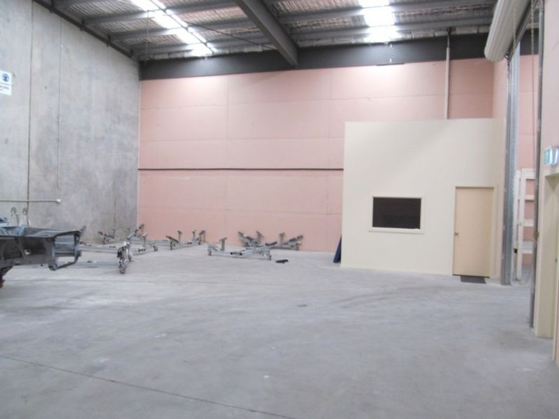 200sqm* AFFORDABLE WAREHOUSE WITH SMALL OFFICE