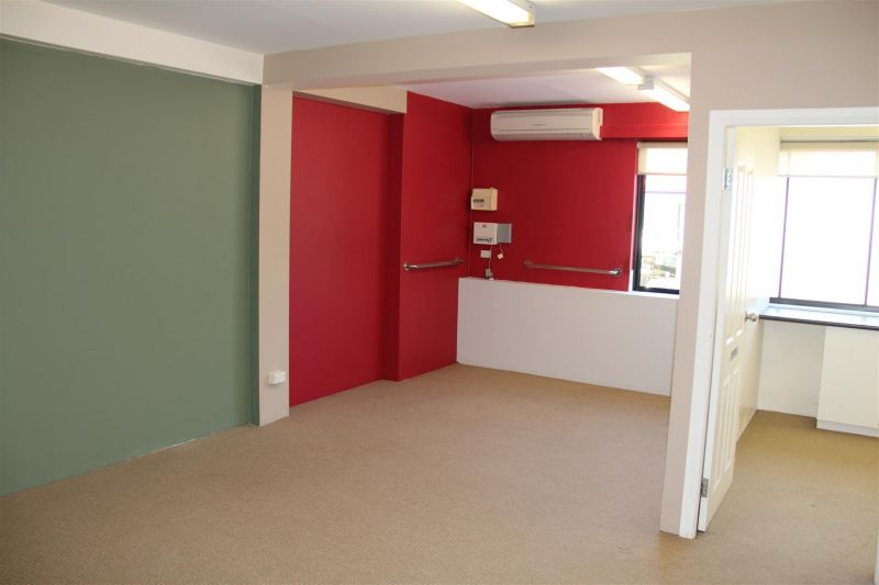 64m² Office Surrounded by Cafes & Parking!