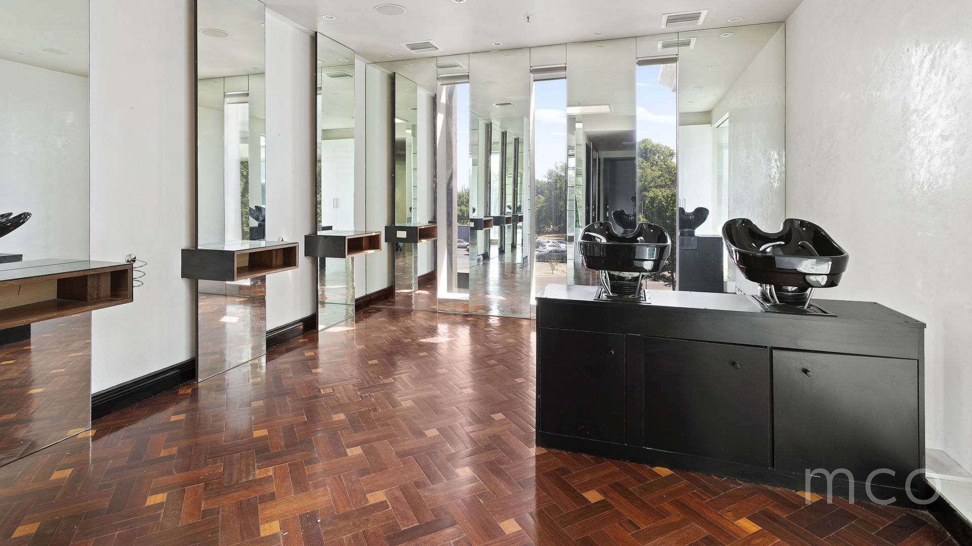 Retail or professional office space with plumbing available for lease at St Kilda Rd Towers