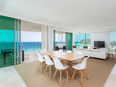ELEGANT SUB-PENTHOUSE ON BURLEIGH BEACHFRONT
