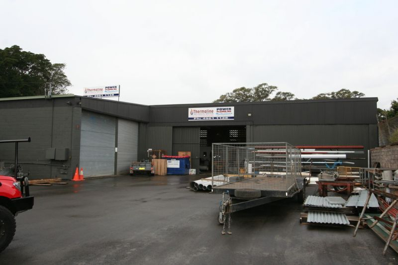 LARGE INDUSTRIAL WORKSHOP WITH SITE OFFICE