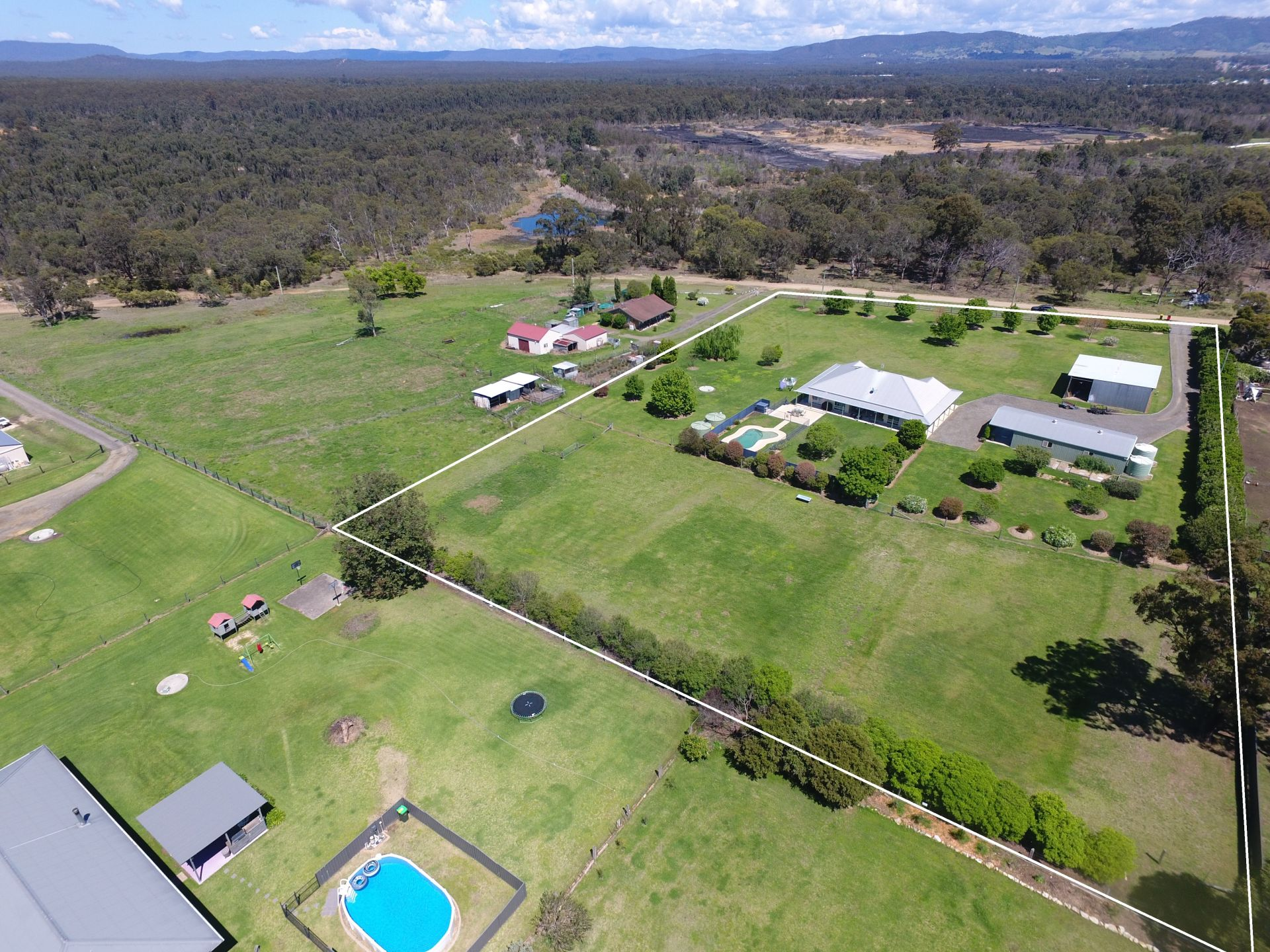Lifestyle acreage of space, style and seclusion