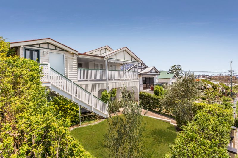 Beautiful Large Family Home - Amazing Views - Ducted Air-Conditioning