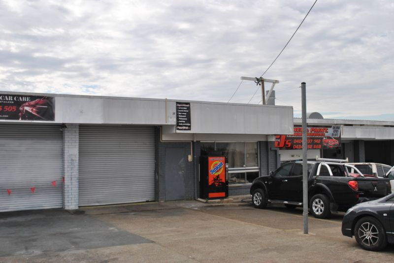 Industrial Warehouse Suitable For Automotive Industry