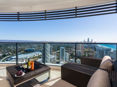 Luxury Living With Captivating Views