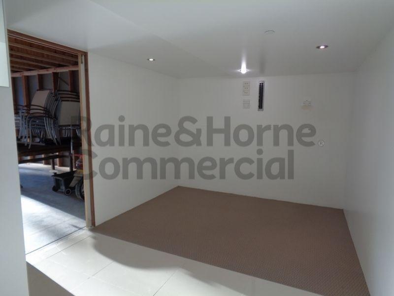 Modern Warehouse/Showroom Spaces