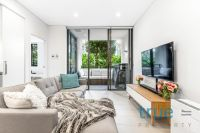 = HOLDING DEPOSIT RECEIVED = LUXURIOUS, CONTEMPORARY AND EXCEPTIONALLY LOCATED