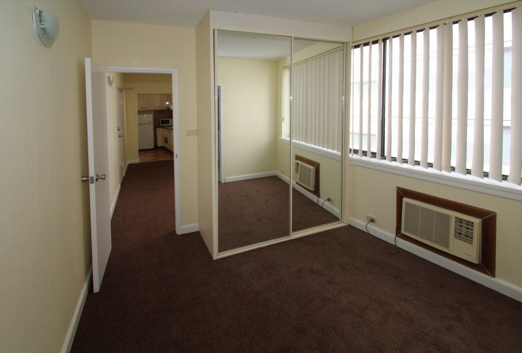SPACIOUS ONE BEDROOM + STUDY APARTMENT, RIGHT IN THE HEART OF BONDI JUNCTION!