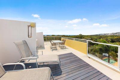 Top Floor Apartment Overlooking Reserve