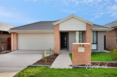 SUPERB 4 BEDROOM HOME, PERFECT FOR THE FAMILY OR THE EXECUTIVE