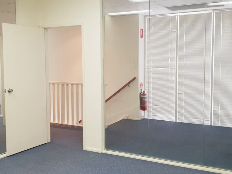 GREAT WAREHOUSE WITH OFFICE SPACE