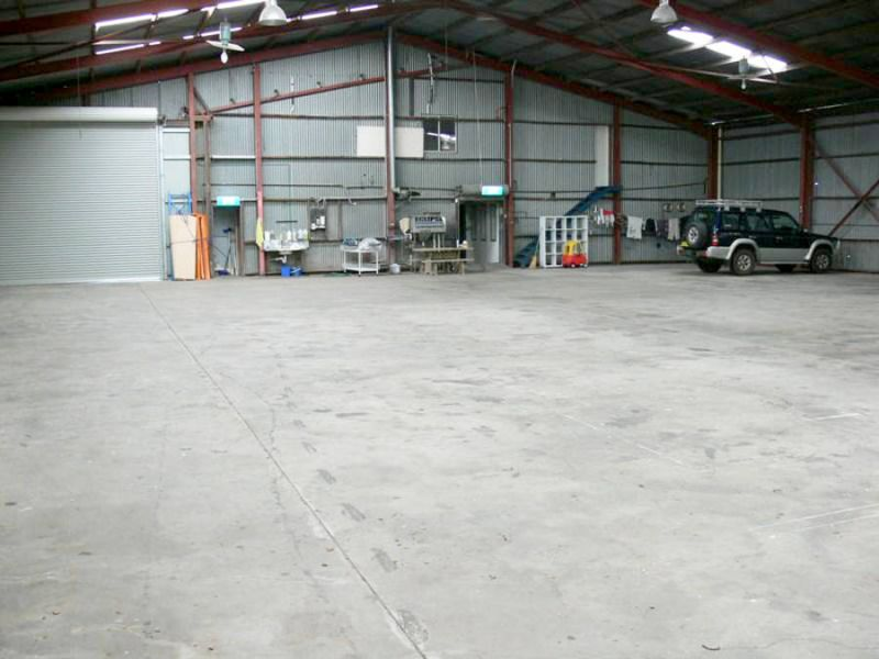 INDUSTRIAL PREMISES WITH OFFICE