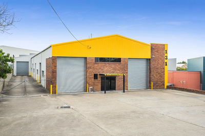 Freestanding Factory with yard and 6 roller doors