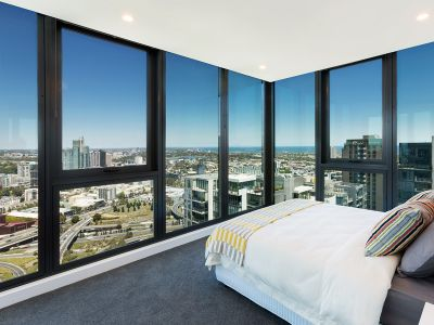 Southbank Grand: Modern and Spacious 2 Bedroom Apartment with Carpark & Study!