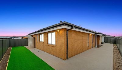 Please email you interest for this property to Kimberlee@sweeneyea.com.au