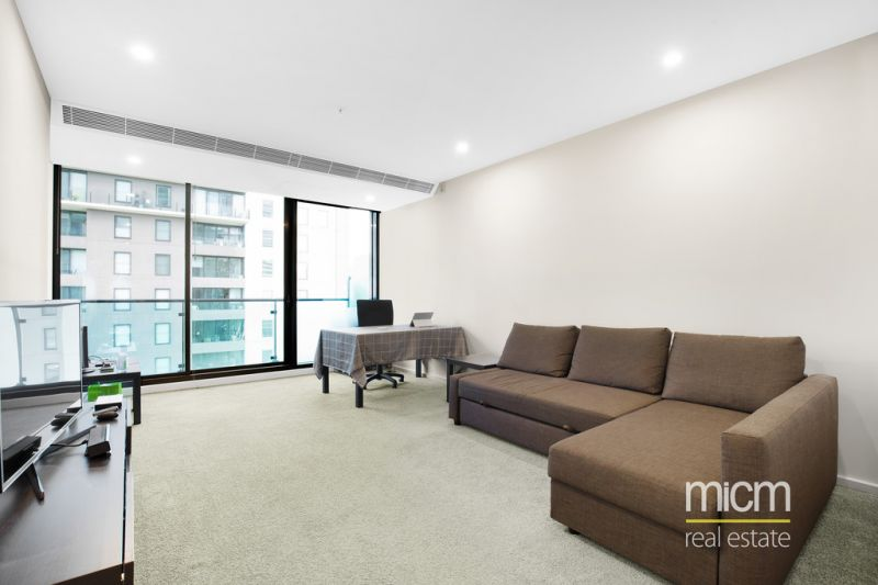 Immaculate Southbank Grand Living