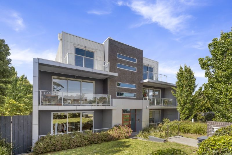 Sleek and Stylish with Super Location