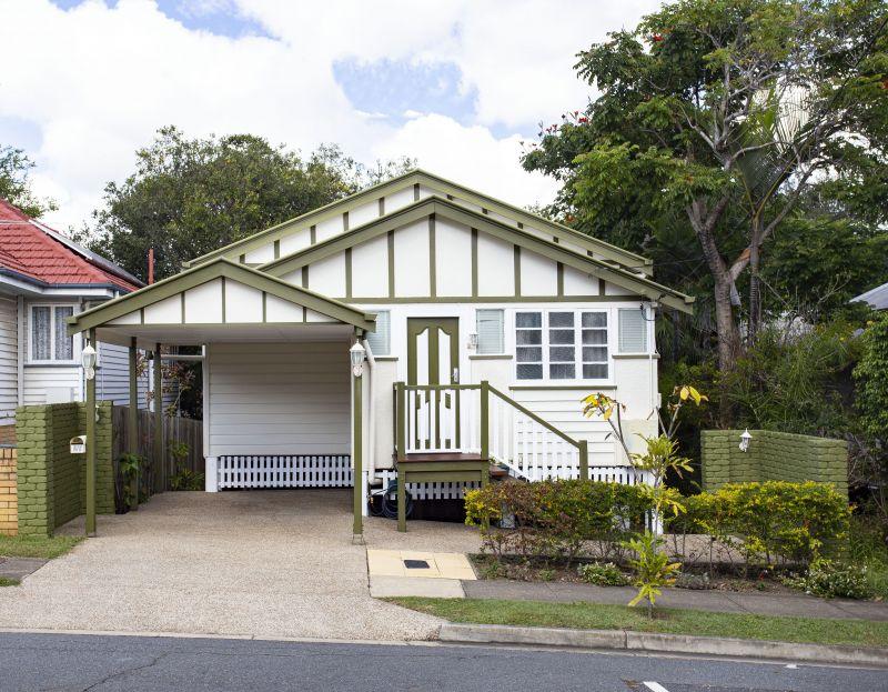 For Sale By Owner: 27 Harrogate St, Woolloongabba, QLD 4102