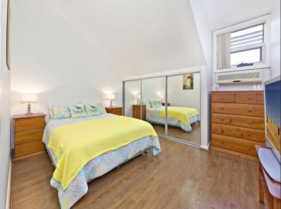 Unit with Modern Comfort In An Ultra Convenient Location.
