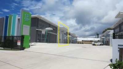 MODERN WAREHOUSE IN QUALITY COMPLEX | MAROOCHYDORE