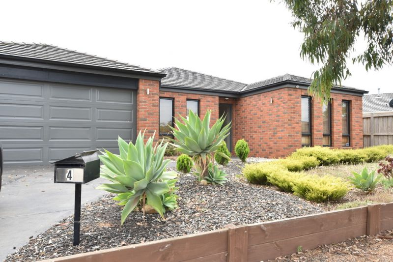 FIRST CLASS TENANT WANTED! Three Bedroom Established Home in a Quiet Court!