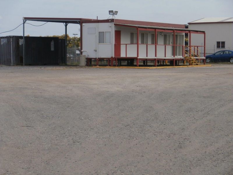 Storage / Display 3,200sqm with Office Facility