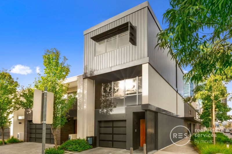 Executive Townhouse – 2 bedrooms + Office with Separate Entry