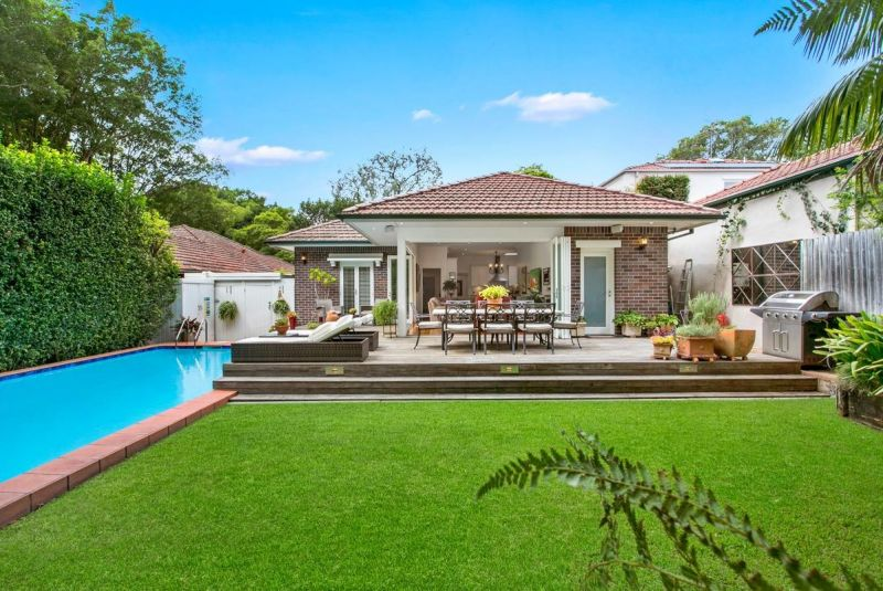 Classic Family Home, Tranquil Garden Oasis With Pool