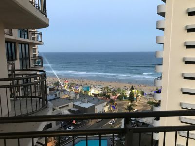 SENSATIONAL VIEWS OVER LOOKING THE SURFERS PARADISE BEACH! - Furnished including electricity