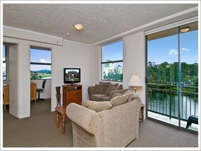 Lake Front Irresistible Value -  5th Floor - Three bedroom