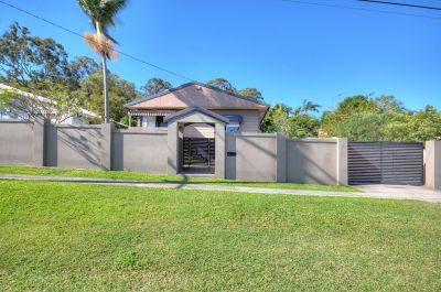 Dual Living Home Close To Everything In Burleigh!