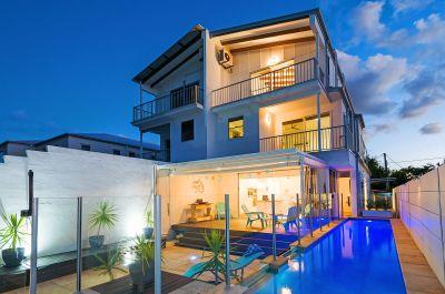 Stunning Beachside Duplex - Water & City Views - Outstanding Value!