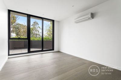 Beautiful light-filled apartment with garden views – entertainer's dream