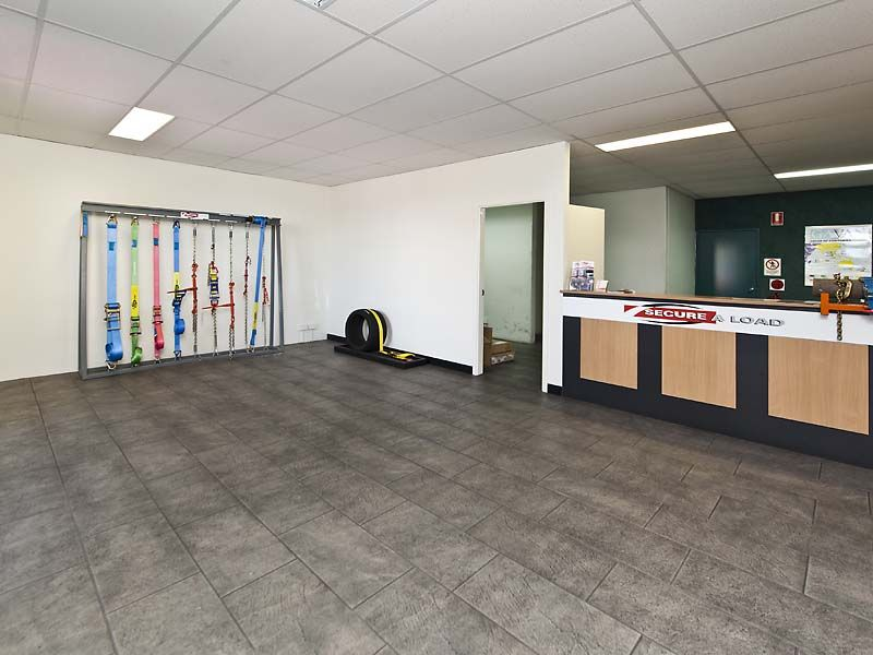 RENT REDUCED - WELSHPOOL OFFICE/ WAREHOUSE