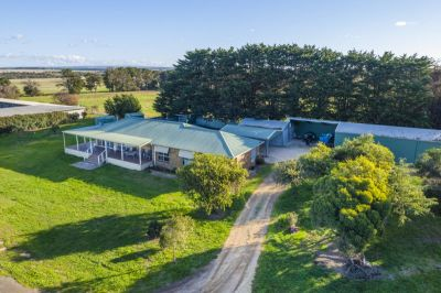 'Grandview Park' - Exceptional Horse Training Facillties - 56 acres - 22.7 ha (approx.)