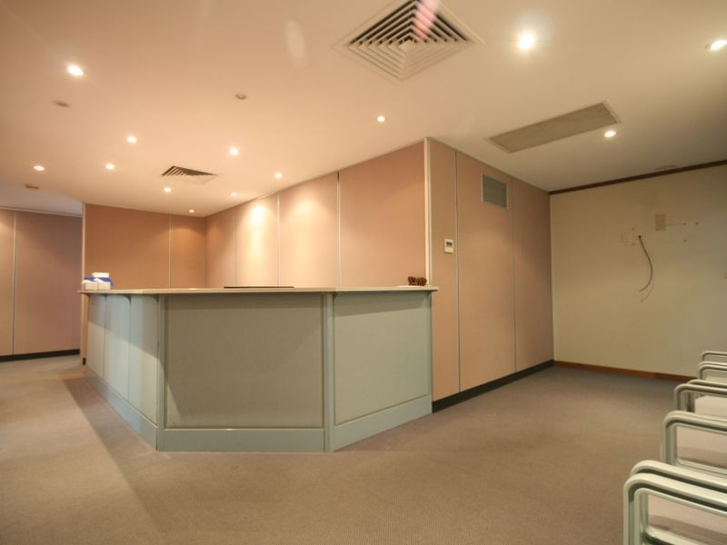 Medical consulting suite in a medical centre